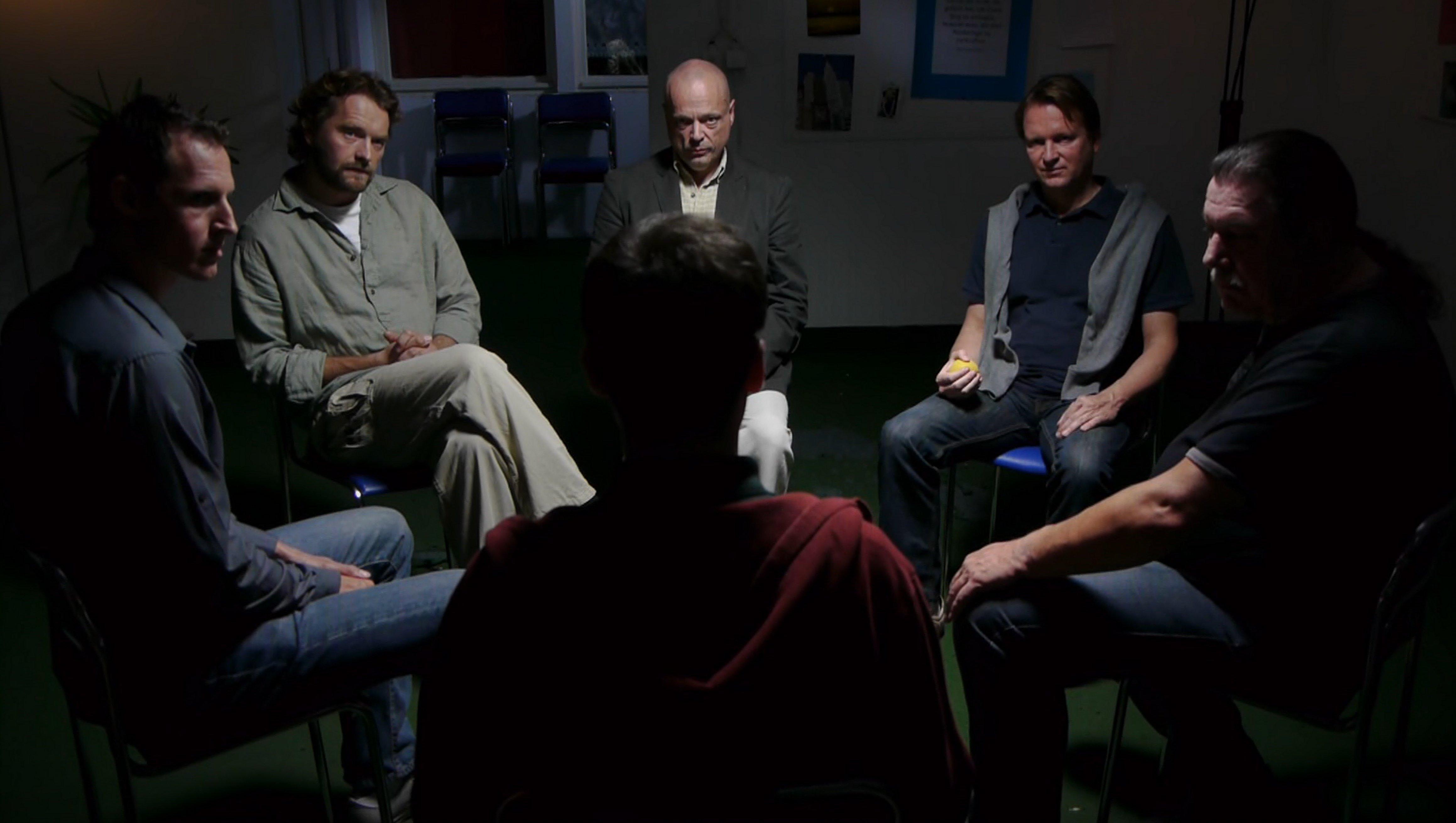 Grupinė terapija padeda įveikti gėdą ir uždarumą.
